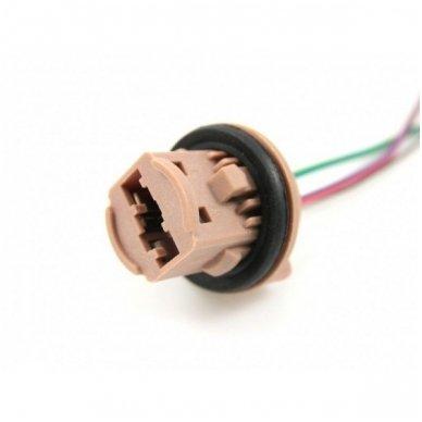 W21/5W / 7443 keturių apatinių kontaktų lemputės jungtis tvirtinimas į žibintą